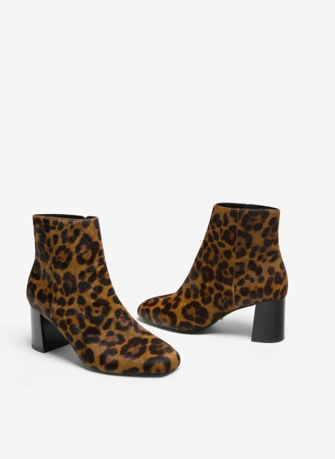 http://www.uterque.com/es/calzado/ver-todos/bot%C3%ADn-estampado-c77002p7482793.html?color=202&listId=parrilla_footwear%2Fview_all&listPosition=41